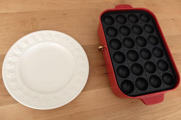 ブルーノコンパクトホットプレートとプレート皿のサイズ比較
