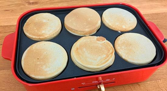 マルチプレートで作ったホットケーキ|ブルーノコンパクトホットプレート