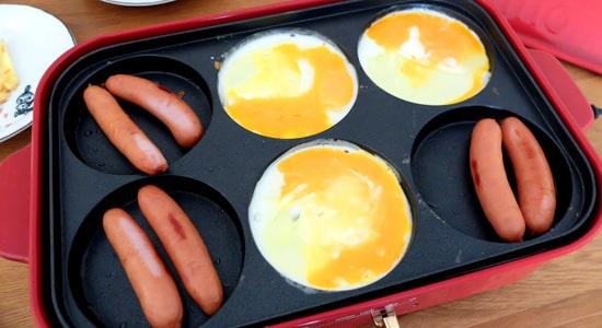 ソーセージと目玉焼き|ブルーノマルチプレート